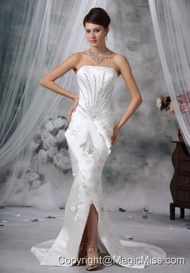 Beautiful Mermaid / Trumpet Strapless Court Train Satin Beading Wedding Dress