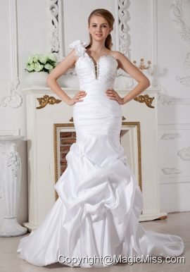 Romantic Mermaid One Shoulder Court Train Taffeta Beading Wedding Dress