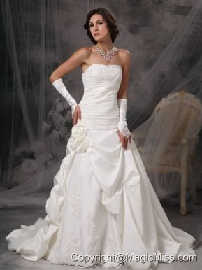 Beautiful A-Line / Princess Strapless Court Train Satin Appliques Wedding Dress