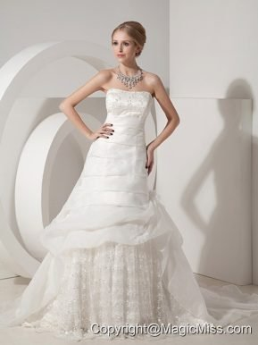 Beautiful A-line Strapless Chapel Train Organza and Lace Appliques Wedding Dress