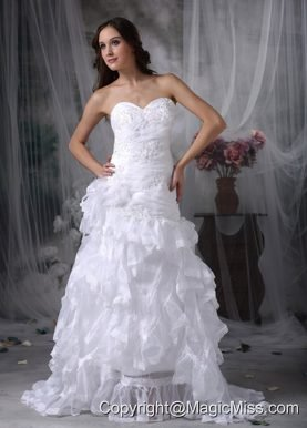 Romantic A-line Sweetheart Court Train Organza Appliques Wedding Dress