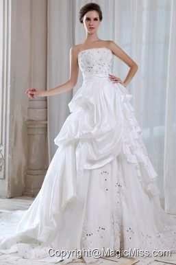 Elegant A-line Strapless Chapel TrainTaffeta Lace and Beading Wedding Dress