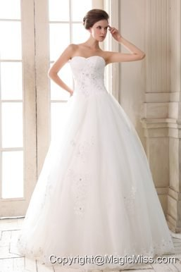 Sweet A-line Sweetheart Floor-length Tulle Beading and Appliques Wedding Dress