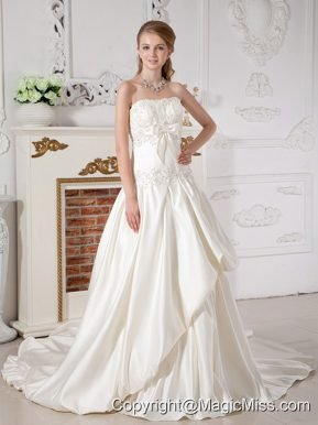Beautiful A-line Strapless Court Train Taffeta Appliques Wedding Dress