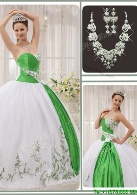 Unique Popular Sweetheart Quinceanera Dresses with Embroidery for 2016