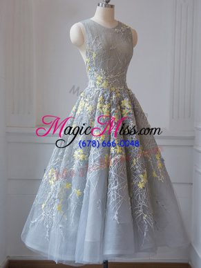 Decent Sleeveless Tulle Tea Length Criss Cross Dama Dress for Quinceanera in Grey with Lace