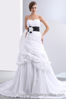 Fashionbale A-line Sweetheart Chapel Train Taffeta Hand Made Flower Pick-ups Wedding Dress
