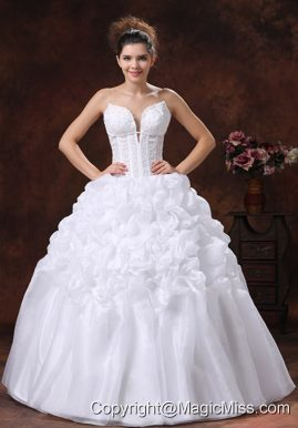 Spaghetti Straps Appliques Decorate Bodice Wedding Dress With Pick-ups Floor-length