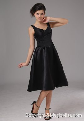 Simple Black Bridesmaid Dress With Straps Knee-length