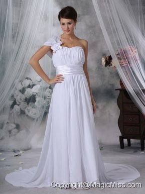 Elegant Column / Sheath One Shoulder Court Train Ruched Wedding Dress