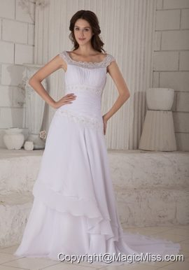 Beautiful A-line / Princess Scoop Court Train Chiffon Embroidery Wedding Dress