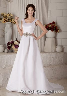 Luxurious A-line / Princess Scoop Court Train Satin Beading Wedding Dress