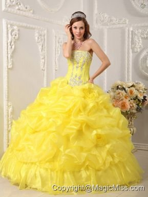 Yellow Ball Gown Strapless Floor-length Organza Beading Quinceanera Dress