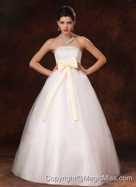 Champagne Bowknot A-Line Stylish Wedding Dress For 2013 Custom Made In Alaska