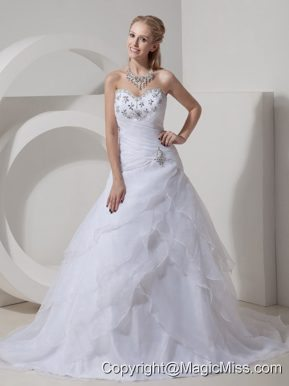 Populor A-line Sweetheart Chapel Train Organza Beading Wedding Dress