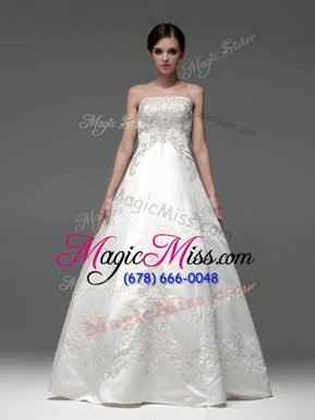 Elegant Strapless Sleeveless Lace Up Wedding Gown White Satin